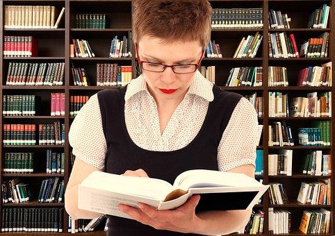 bibliotecaria en biblioteca